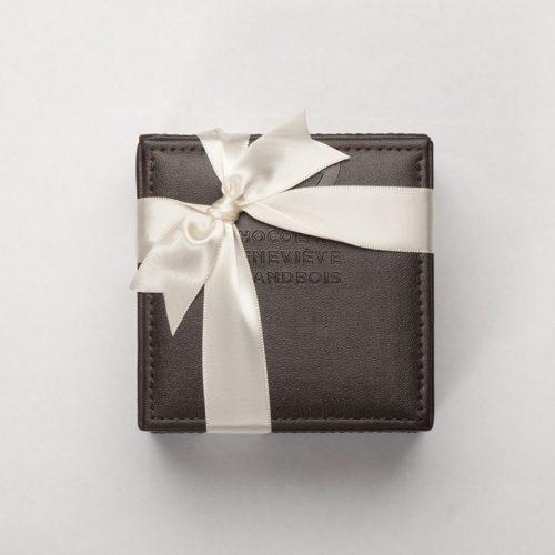 Coffret Cube en cuir de 18 ou 27 chocolats