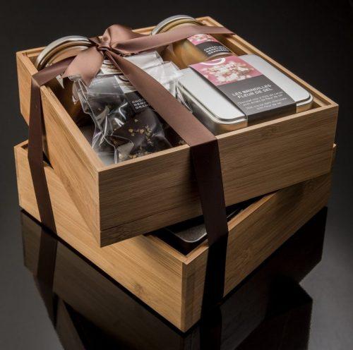 Panier cadeau en bambou - 16 produits