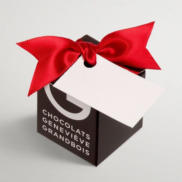 Square box of  2 chocolates with optionnal label , Chocolats Geneviève Grandbois